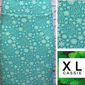 Size XL floral seafoam green pencil skirt